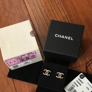 New Chanel CC earrings light gold/pearl